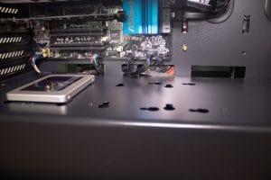 Netzteilabdeckung mit Platz für Festplatten